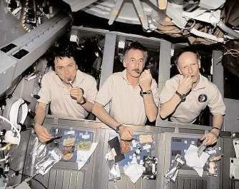 Problems in space travel - What do astronauts eat in space travel (space food) 1st photo