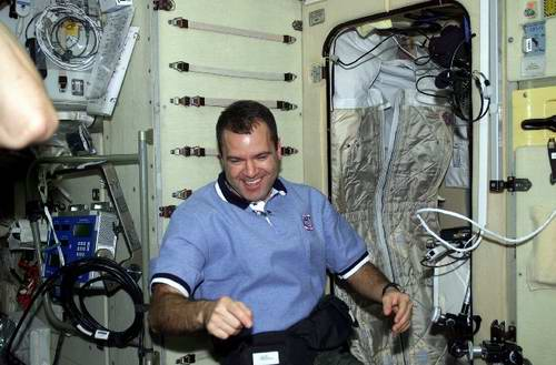 Problems in space travel - astronauts are sleeping in space pictures 2nd photo