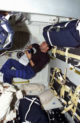 Problems in space travel - astronauts are sleeping in space pictures 5th photo