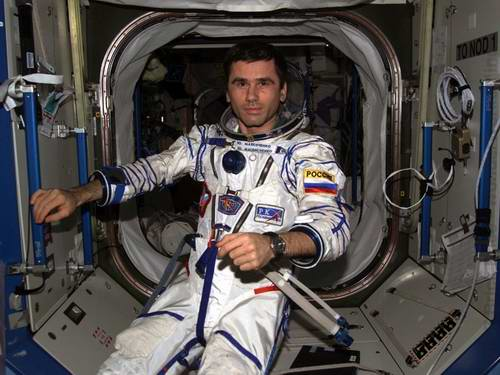 Problems in space travel - space suits 3rd picture