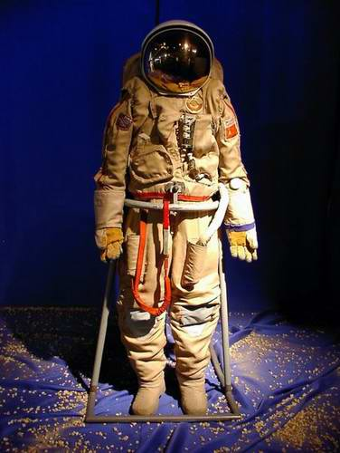 Problems in space travel - space suits 5th picture