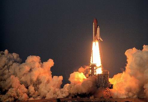Shuttle space ships launches 1st photo